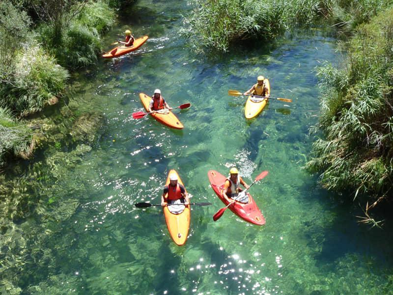 Aguas bravas con kayak en el Alto Tajo