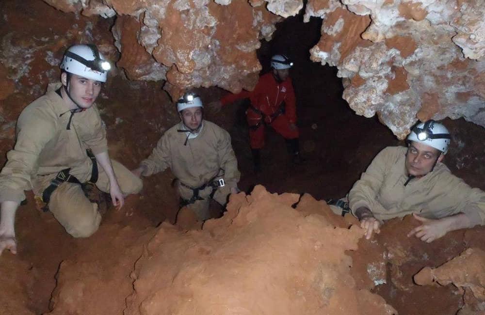 Espeleologia en la Cueva de las Majadas