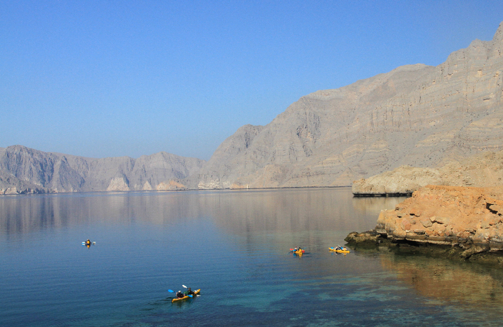 Omán: Navegando en kayak por los fiordos.