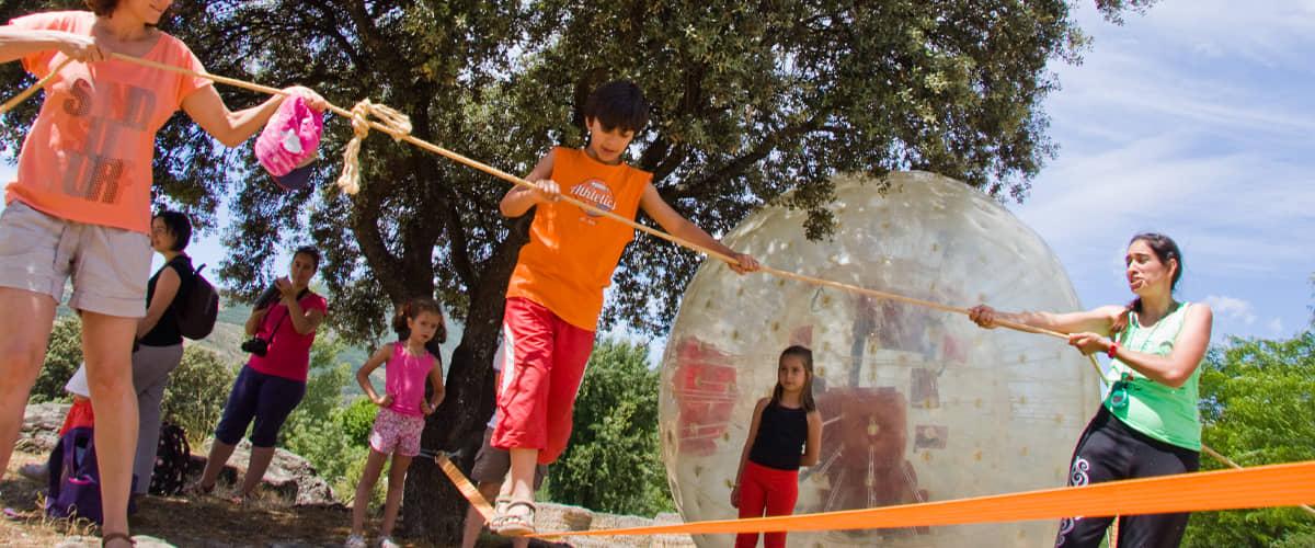 Juegos-para-familias-en-la-naturaleza-Parque-Nacional-Sierra-de-Guadarrama-Madrid-1200x500