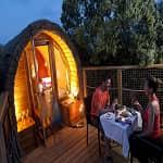 Cena romantica cabaña en los árboles