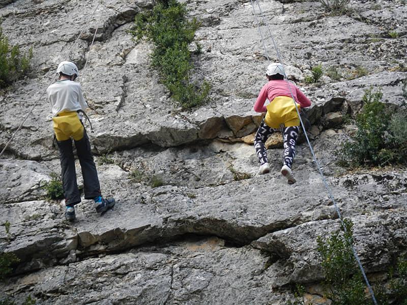 Escalada en las paredes del Alto Tajo.
